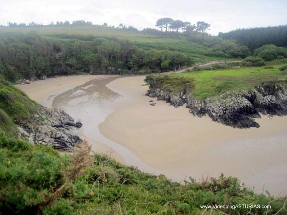 Playa de La Paloma, en Tapia de Casariego: Meandros