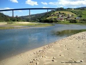 Playa de Cueva en Valdés: Desembocadura rio Esva o Canero