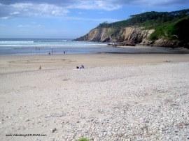 Playa de Cueva en Valdés: Orilla al este