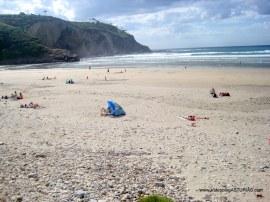 Playa de Cueva en Valdés: Orilla al oeste