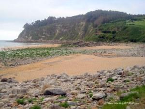 Playa España en Villaviciosa: Zona pedregosa
