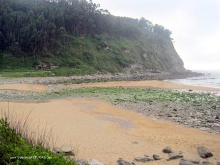 Playa España en Villaviciosa: Playa en marea baja