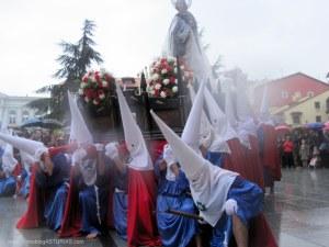 Reverencia San Juan a Cristo yacente. Viernes Santo Avilés 2012
