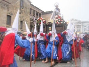 Baile tras reverencia a la Dolorosa, Viernes Santo Avilés