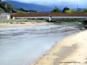 Playa de La Griega: Puente sobre el rio Libardón