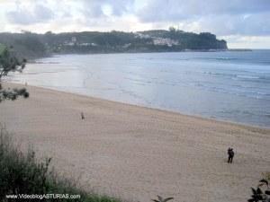 Playa de La Griega:  Vistas de Lastres