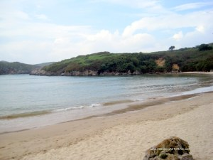 Playa de Poo, en Llanes: Piscina natural en pleamar