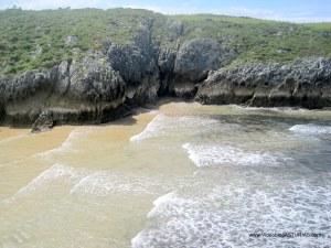 Playa de Guadamía : Cuevas y oquedades margen izquierdo