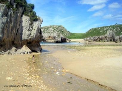 Playa de Cuevas de Mar, en Llanes: Margen izquierdo
