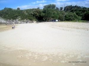 Playa de Cuevas de Mar, en Llanes: Fondo playa