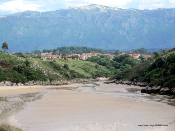 Playa de Poo, en Llanes: Poo, playa y montaña