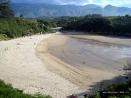 Playa de Poo, en Llanes: Arena blanca y fina