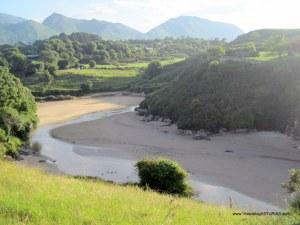 Playa de Poo, en Llanes: Desembocadura rio Vallina