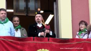Festival Sidra Nava 2012: Himno Asturias gaitero balcon Ayuntamiento