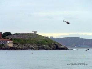Exhibicion aerea Gijon 2012: Helicoptero Robinson 44