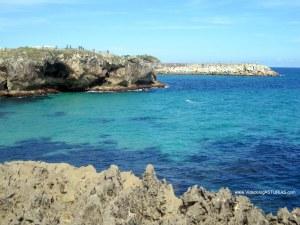 Playa de Toro en Llanes: Cubos Ibarrola y cuevas