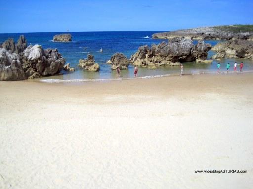 Playa de Toro en Llanes: Arena blanca y fina