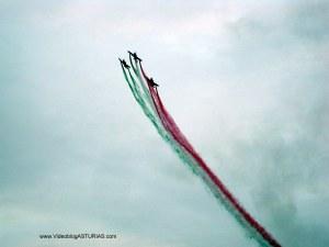 Exhibicion aerea Gijon 2012: Pionner Team bandera italiana