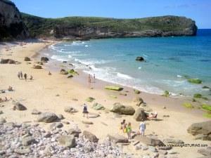 Playa de Ballota en Llanes