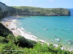 Playa de Ballota en Llanes: Pleamar