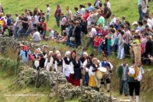 Boda Vaqueira Aristebano: Gaiteros en comitiva