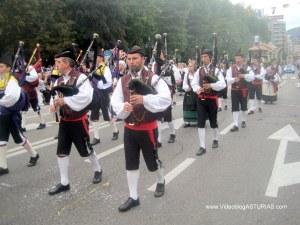 Dia de America en Asturias 201 en Oviedo: Banda Gaitas Concejo Oviedo
