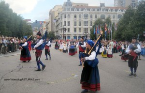 Dia America en Asturias 2012 Oviedo: Banda musica y Centro Asturiano