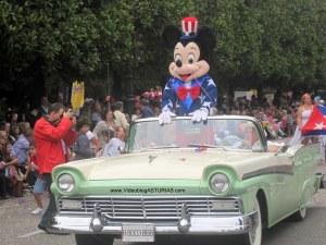 Dia America en Asturias 2012 Oviedo: Haiga indiano con Micky Mouse