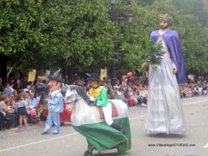 Dia de America en Asturias 2012 en Oviedo: Gigantes y cabezudos