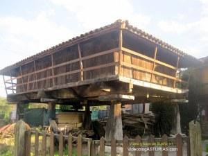 Bueño (Ribera de Arriba) pueblo ejemplar Asturias 2012: Horreo